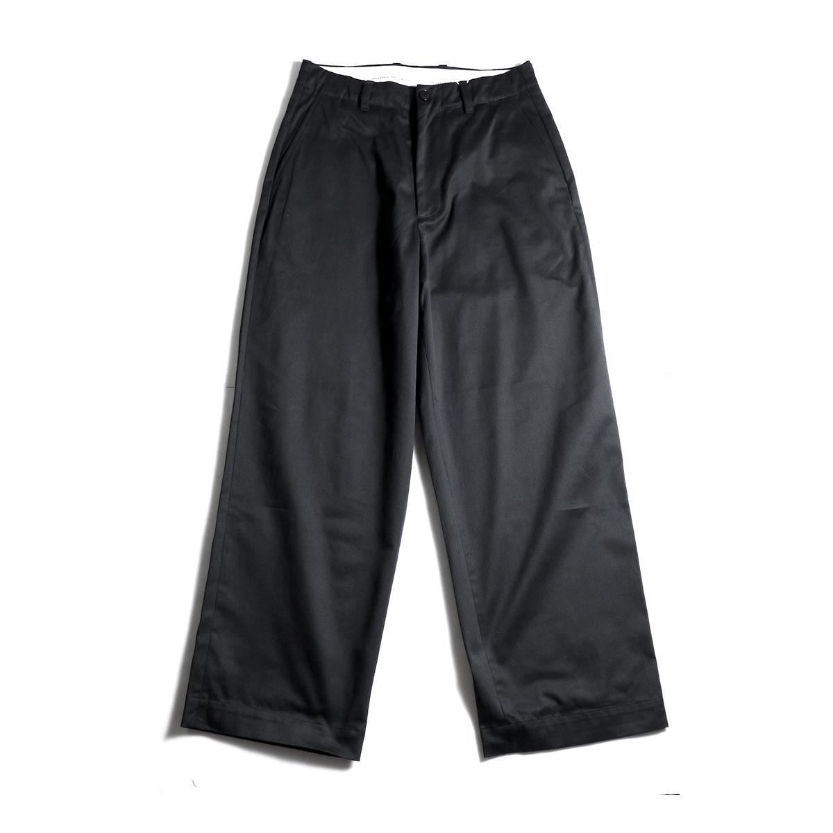 UNIVERSAL PRODUCTS / No Tuck Wide Chino Trousers (Black)