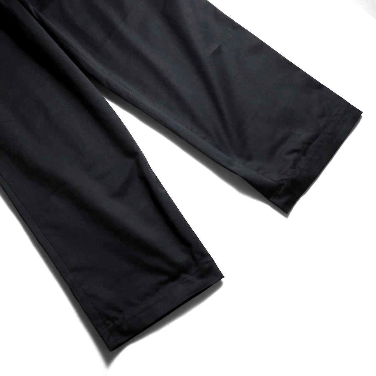 UNIVERSAL PRODUCTS / No Tuck Wide Chino Trousers (Black)裾
