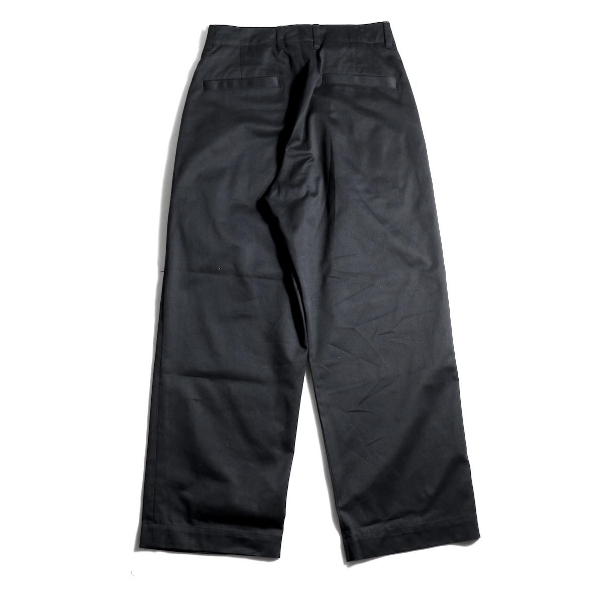UNIVERSAL PRODUCTS / No Tuck Wide Chino Trousers (Black)背面