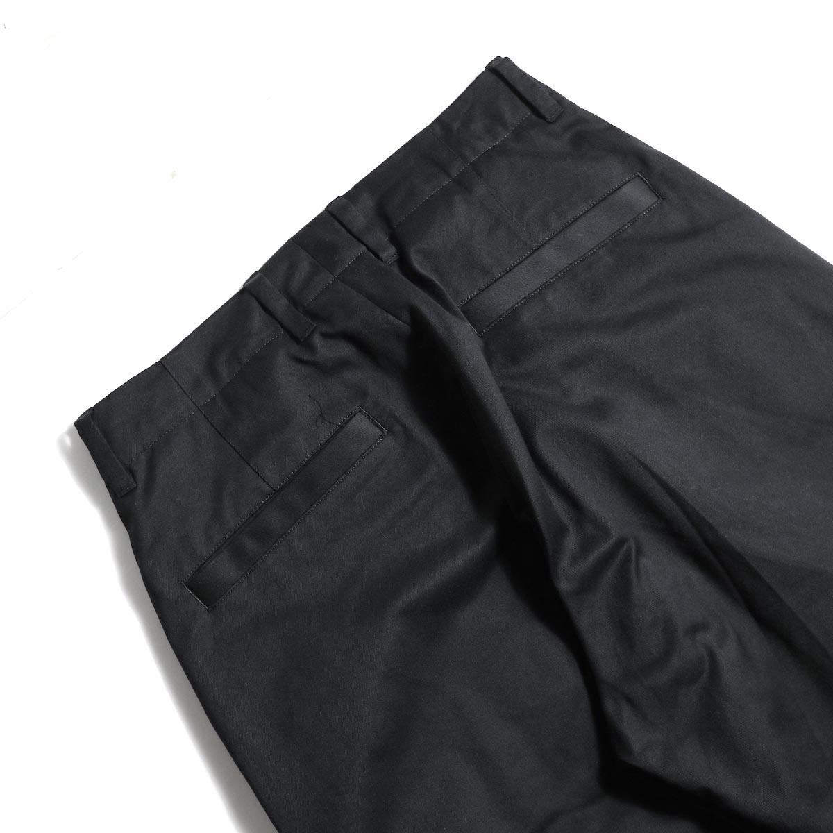 UNIVERSAL PRODUCTS / No Tuck Wide Chino Trousers (Black)ヒップポケット