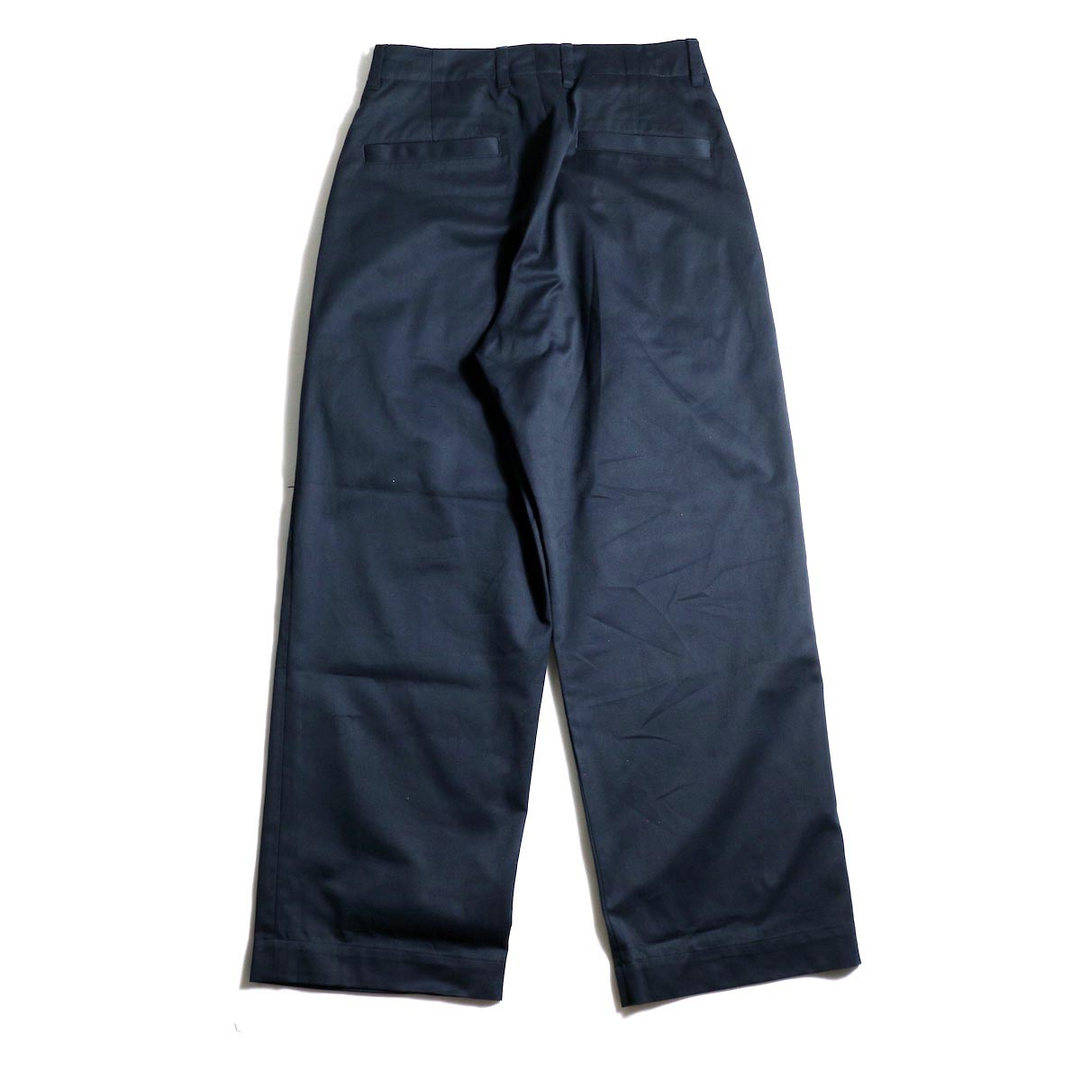 UNIVERSAL PRODUCTS / No Tuck Wide Chino Trousers (Navy) 背面