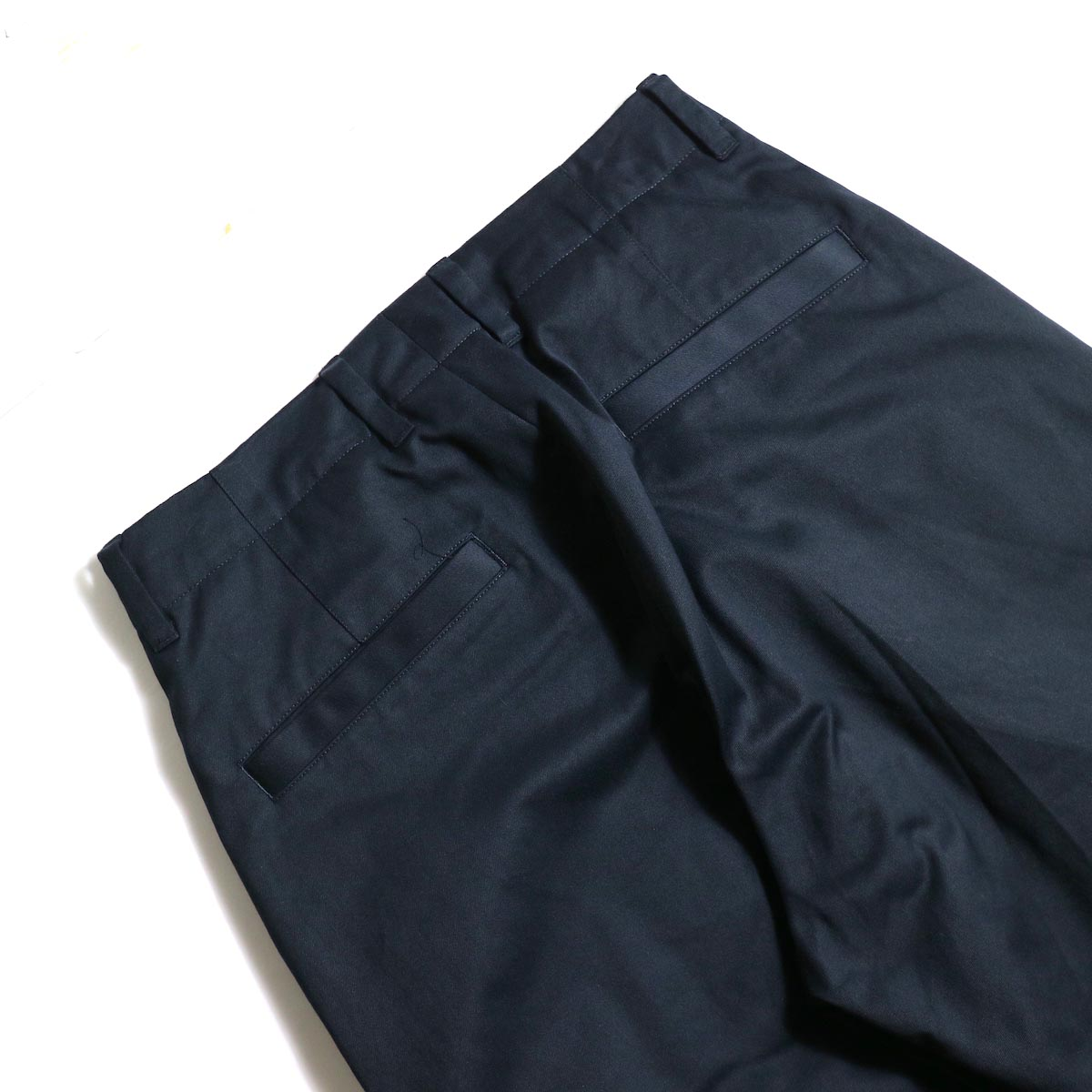 UNIVERSAL PRODUCTS / No Tuck Wide Chino Trousers (Navy) ヒップポケット