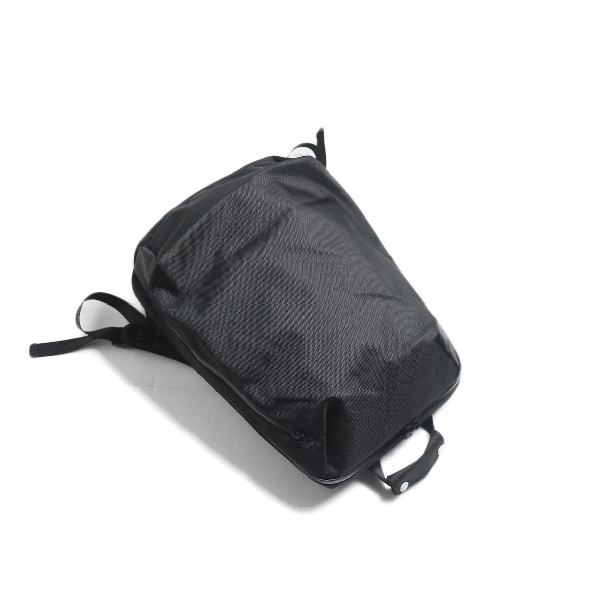 UNIVERSAL PRODUCTS / New Utility Bag -Black ナナメ