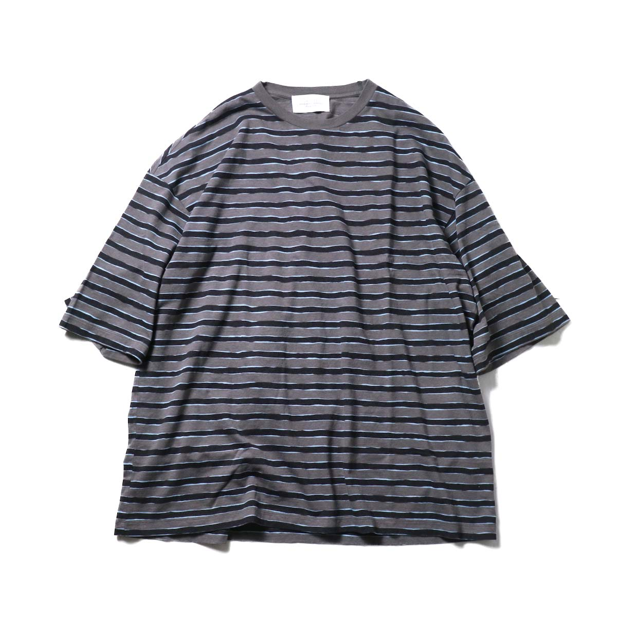 UNUSED / US2021 Short sleeve print border t-shirt (Charcoal × Black)