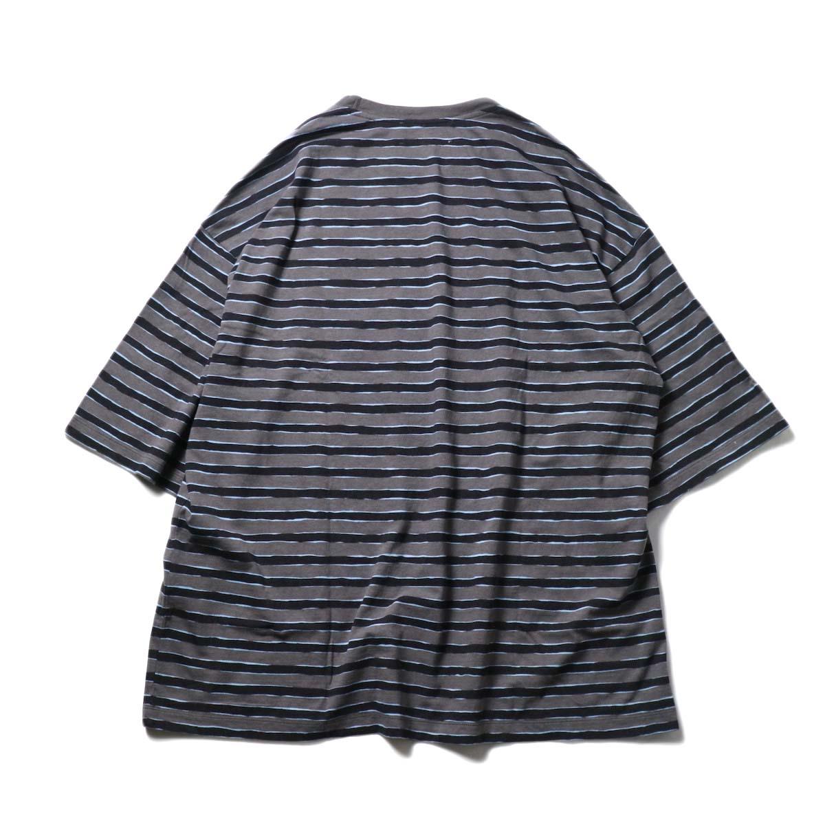 UNUSED / US2021 Short sleeve print border t-shirt (Charcoal × Black)背面