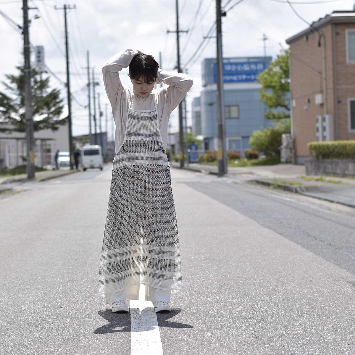 UNUSED / UW0967 cotton square mesh apron one piece 着用画像②