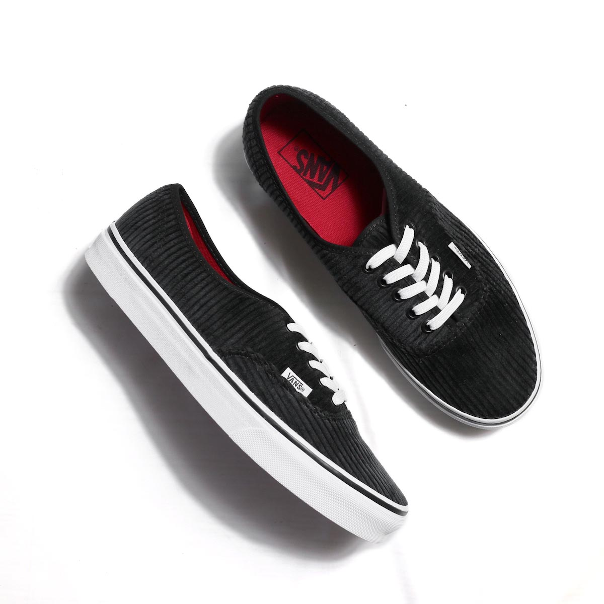 VANS / AUTHENTIC (DESIGN ASSEMBLY) BLACK/TRUE WHITE