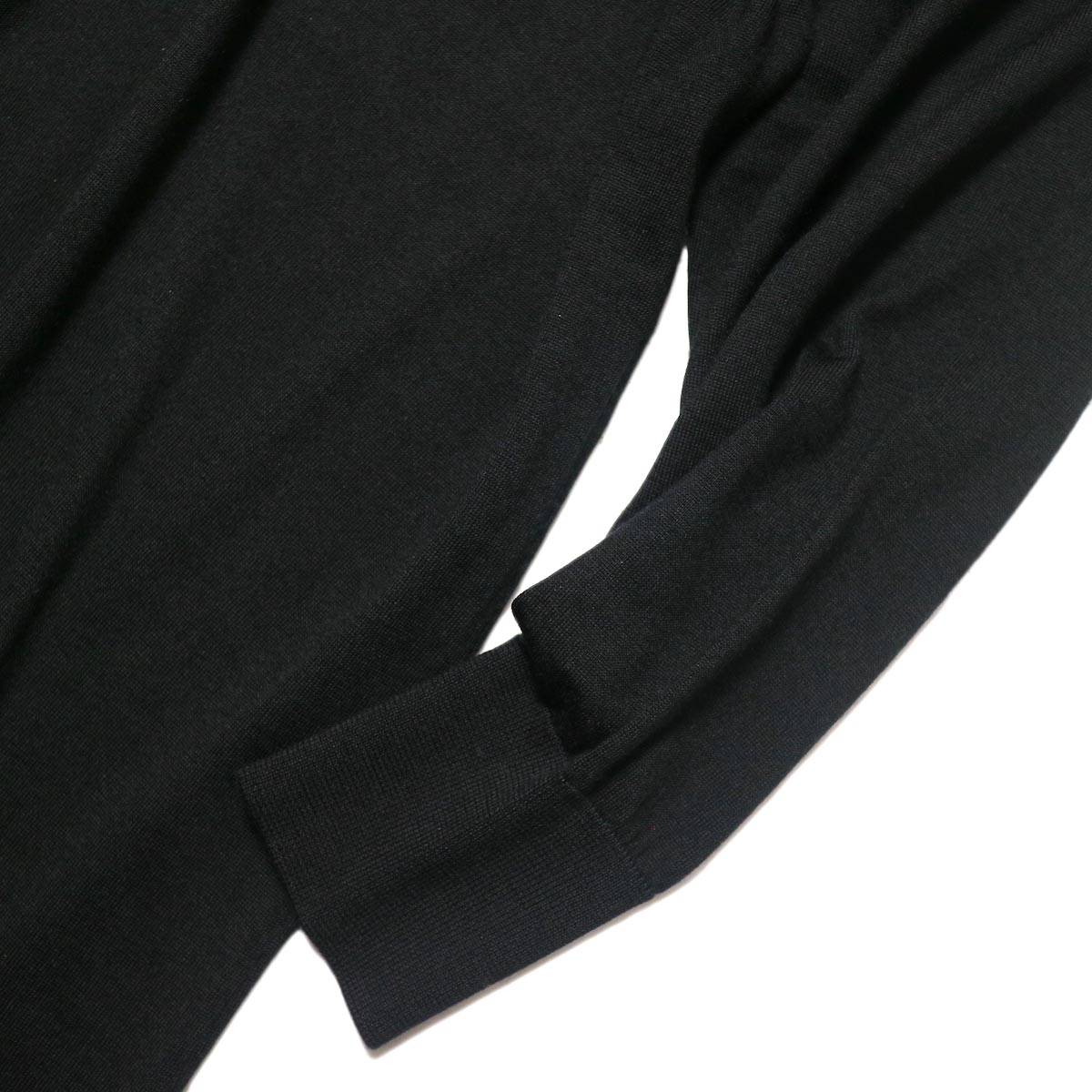 YLEVE / WOOL SILK CASHMERE POLO KN OP (black) 袖・リブ