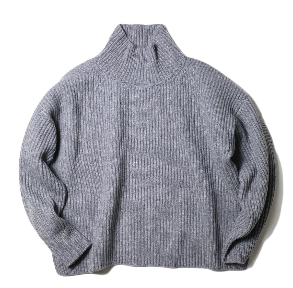 YLEVE / EXTRAFINE MERINO WOOL RIB KN TURTLE (grey) 正面