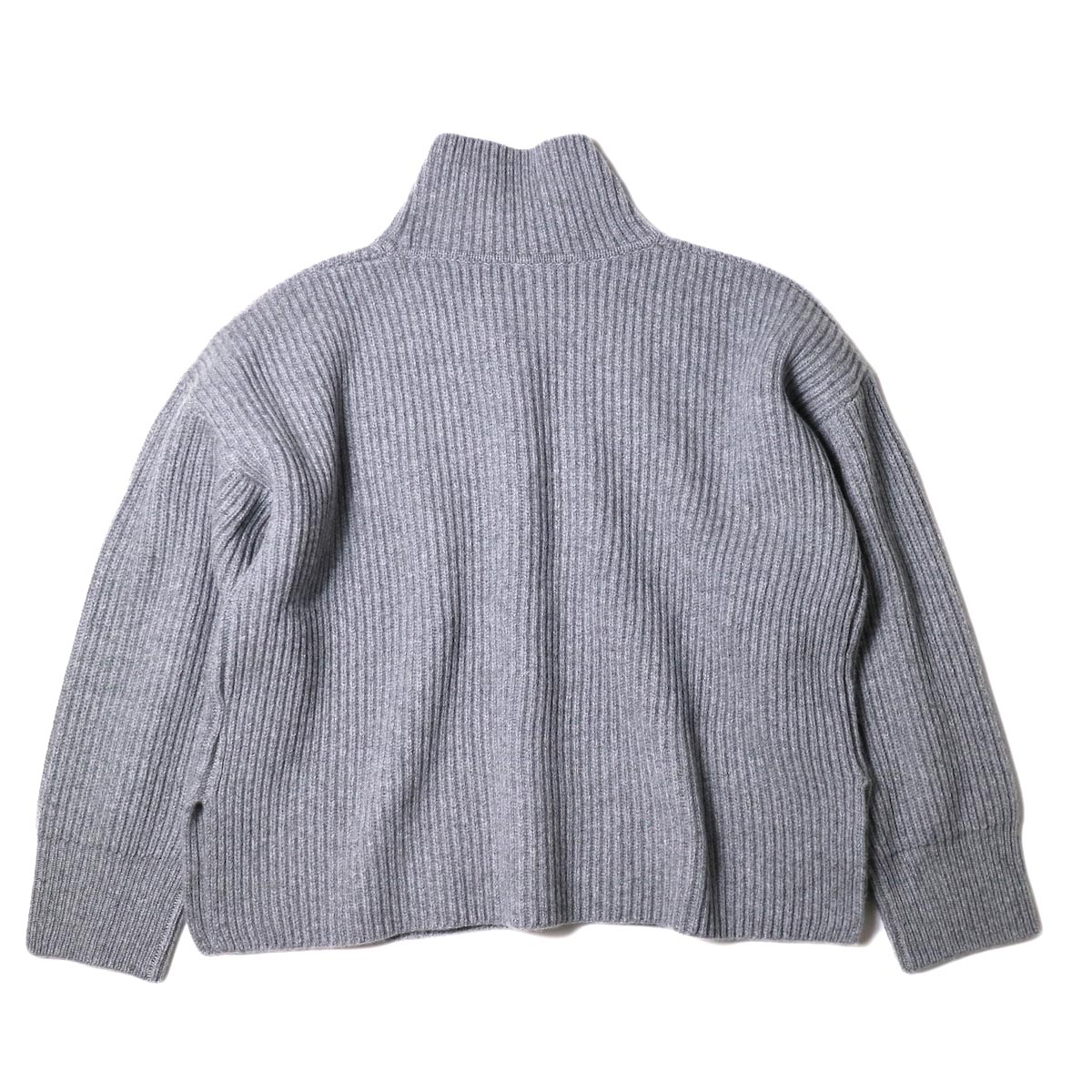 YLEVE / EXTRAFINE MERINO WOOL RIB KN TURTLE (grey) 背面