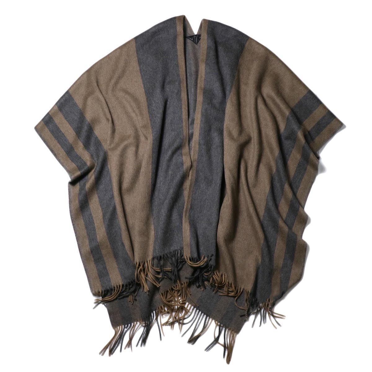 YLEVE / The Inoue Brothers Double Face Brushed Poncho (khaki beige) 正面
