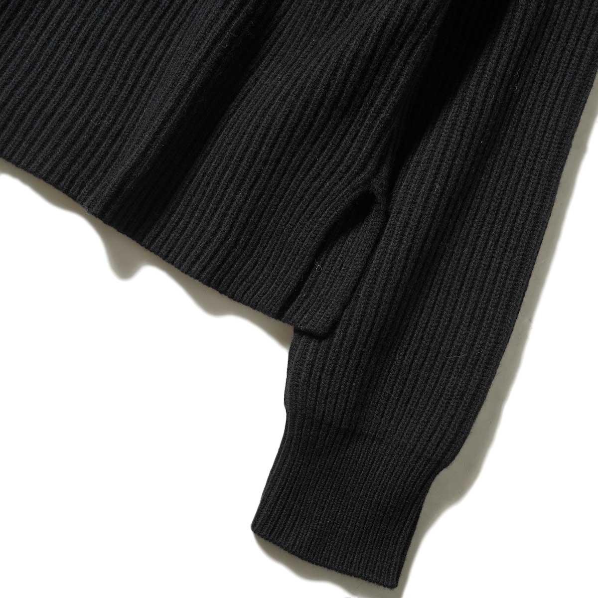 YLEVE / EX FINE MERINOWOOL KN P/O (Black) 袖・裾スリット