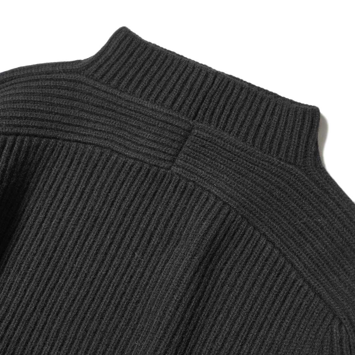 YLEVE / EX FINE MERINOWOOL KN P/O (Black) 背面ネック