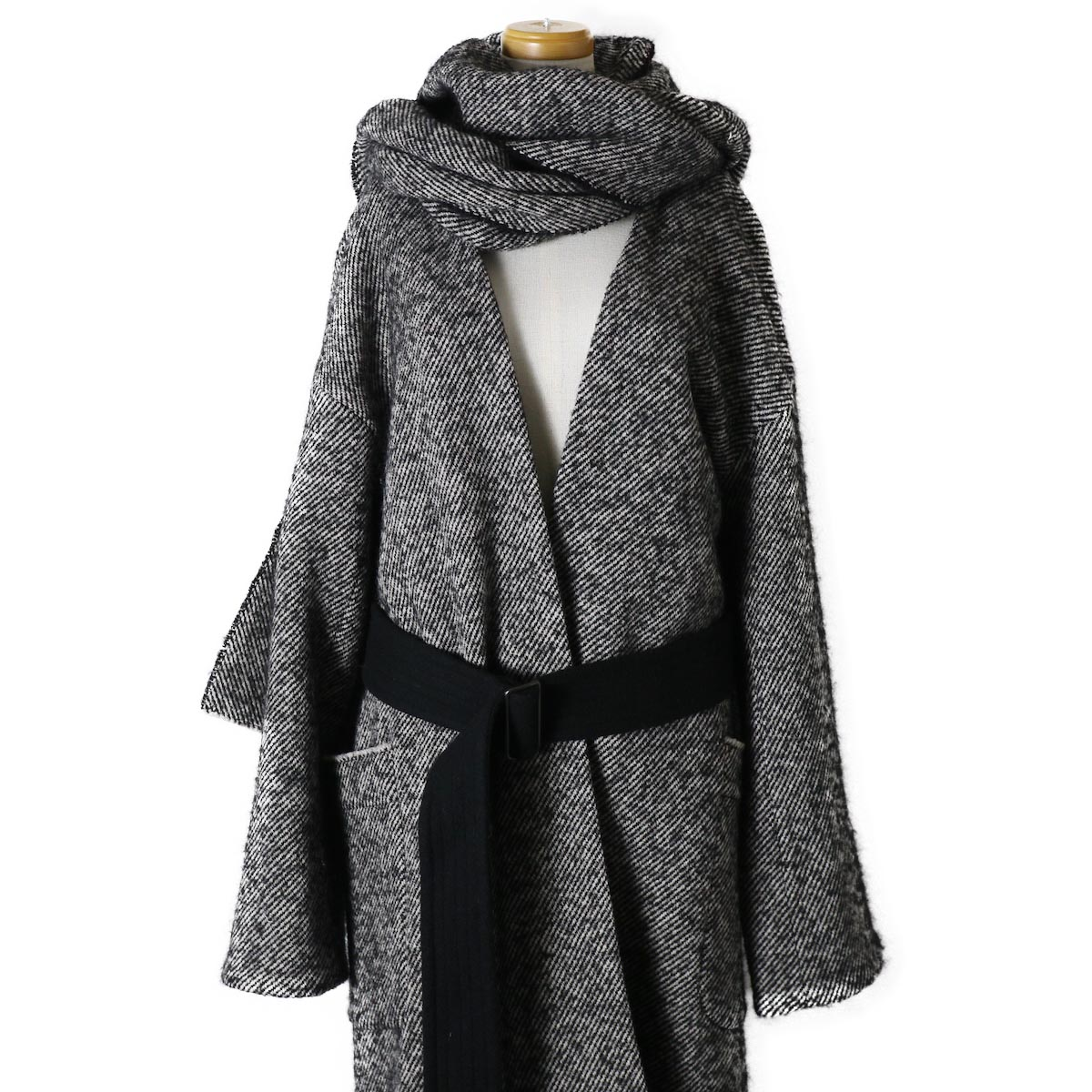 YLEVE / Monotone Tweed Coat 首元