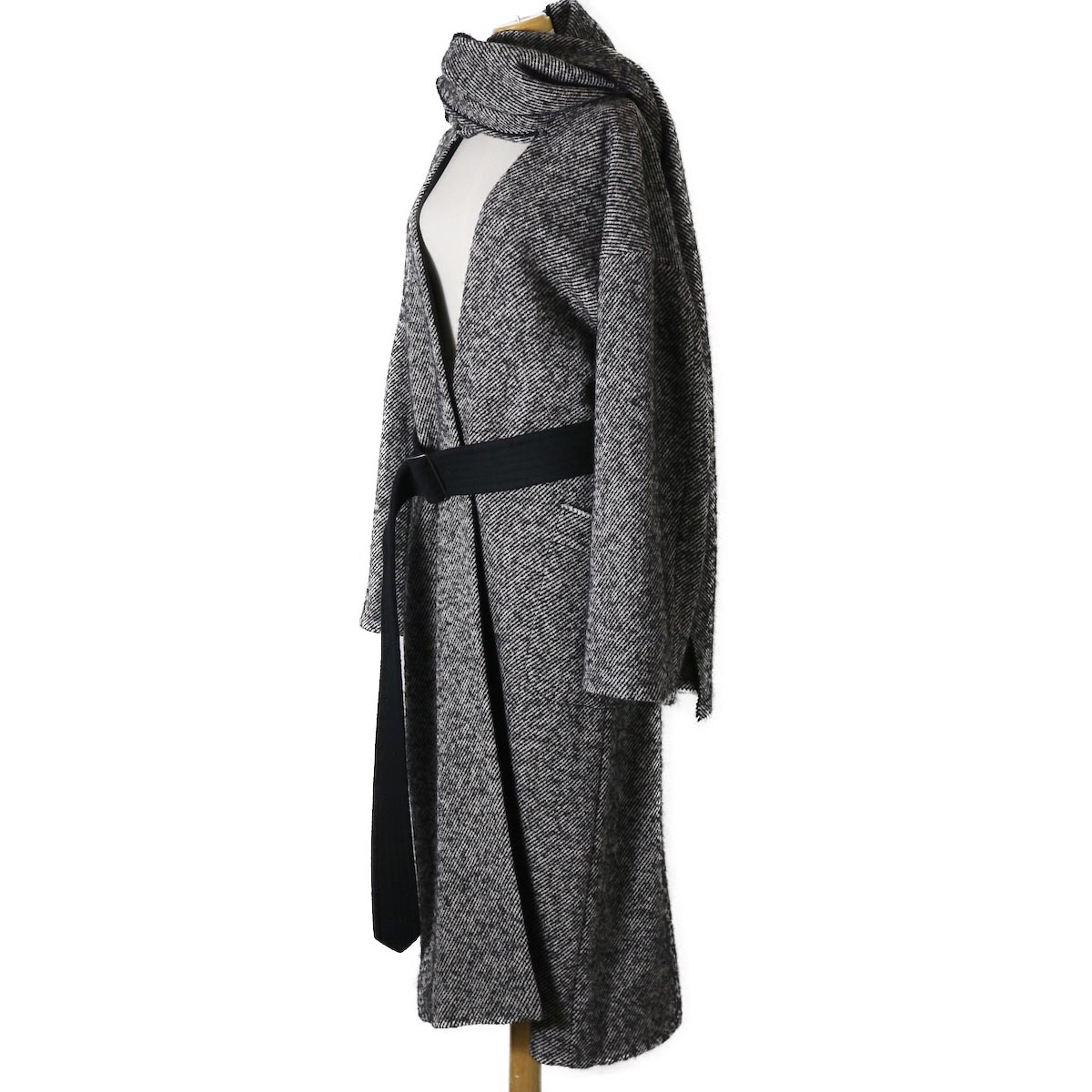 YLEVE / Monotone Tweed Coat サイド