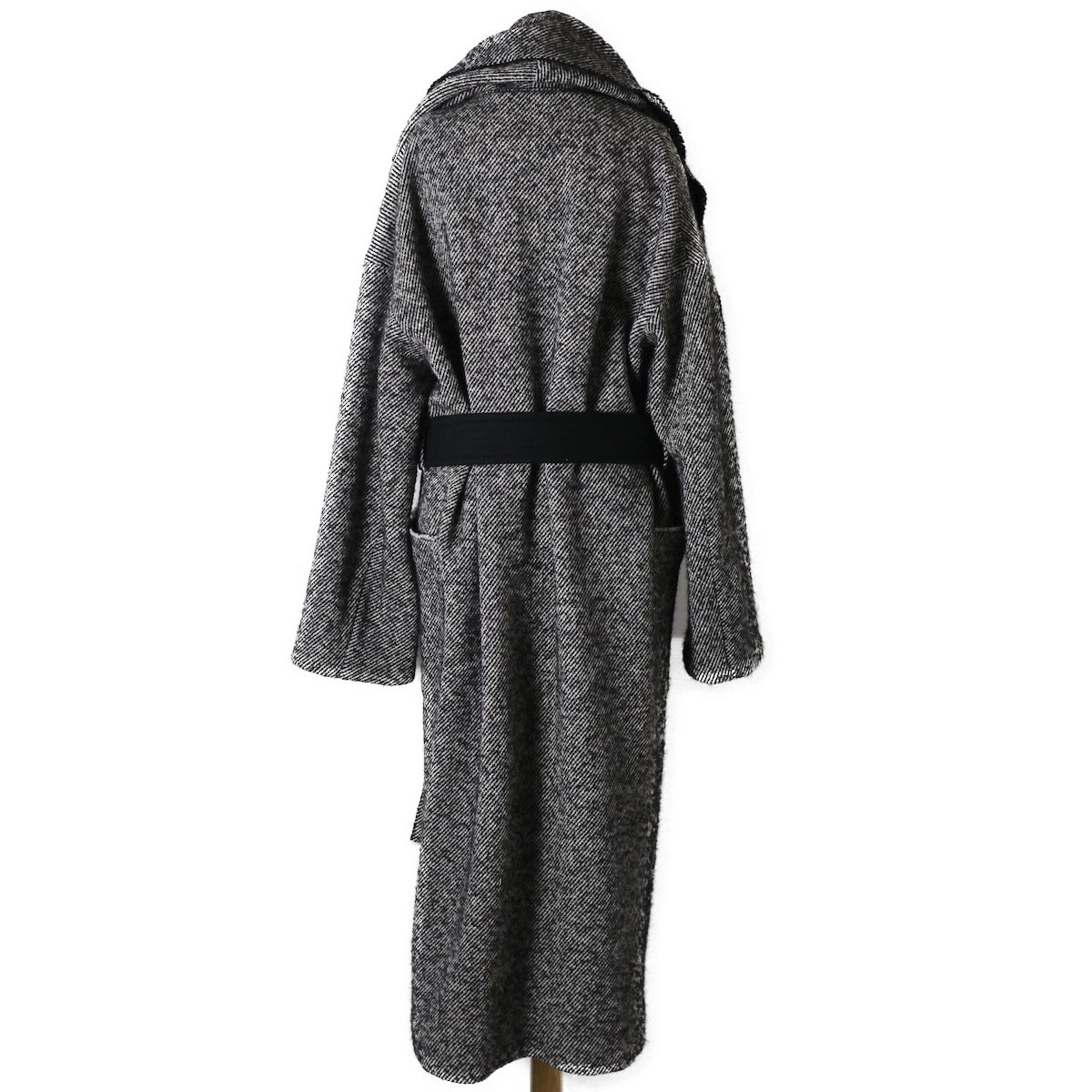YLEVE / Monotone Tweed Coat 背面