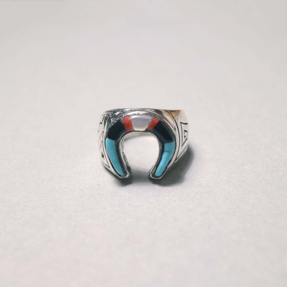 """Indian Jewerly / """"Leslie Lamy"""" (ZUNI) Horse Shoe RIng (Designed)正面"""