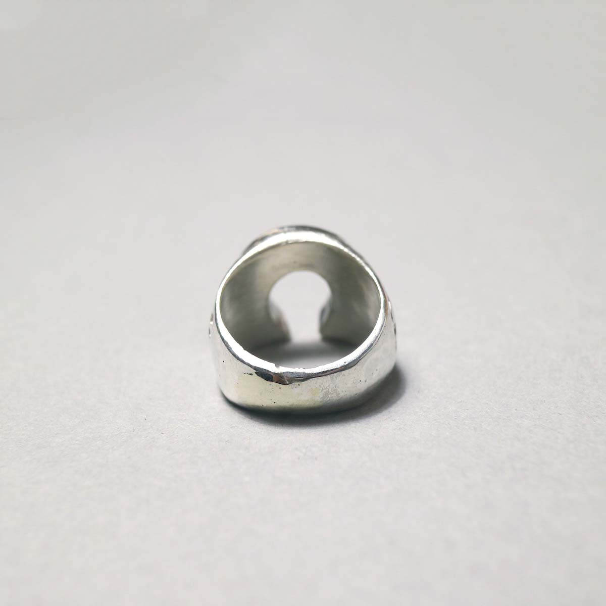 """Indian Jewerly / """"Leslie Lamy"""" (ZUNI) Horse Shoe RIng (Designed)背面"""