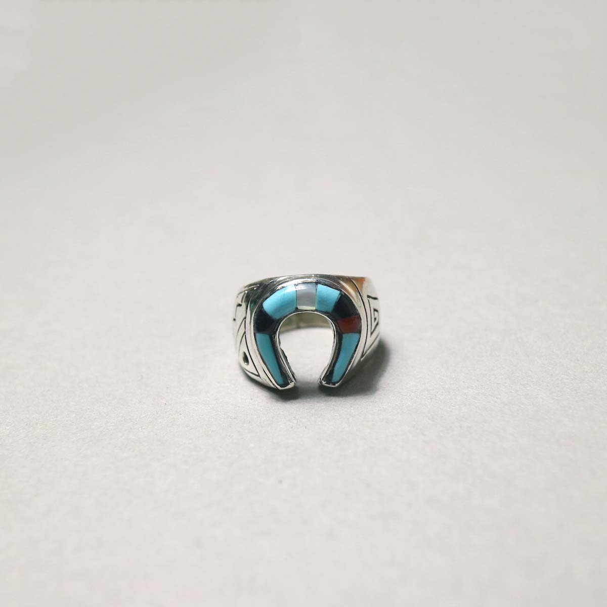 """Indian Jewerly / """"Leslie Lamy"""" (ZUNI) Horse Shoe RIng (TqMulti)正面"""